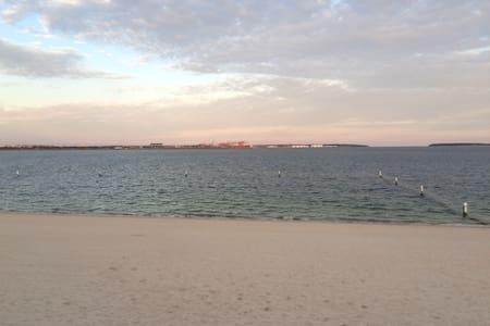 Private apartment airport & beach - Apartament