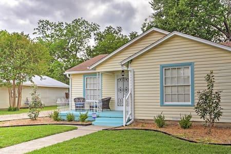 'Lynn's Doll House' 2BR McKinney House - Dom