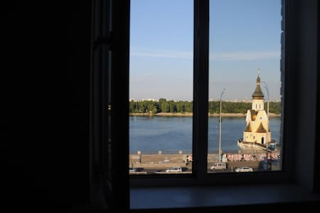Sunny top floor in centre! - Київ