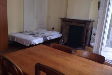 Bright and spacious room! - Antwerpen - Radhus