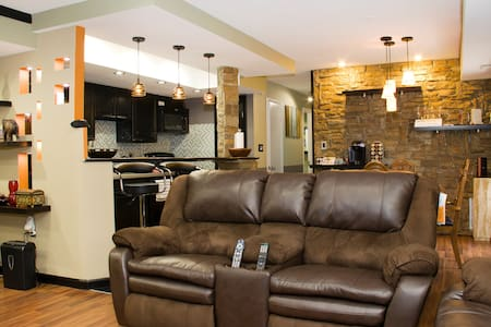 Room in Plush Rockville Condo - Társasház