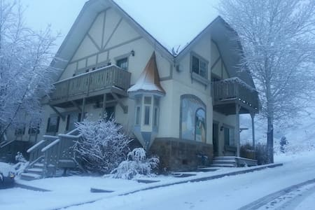 Entire apartment 15 mins ski Midway - Midway - Lakás