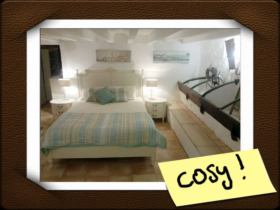 Cosy bedroom with kingsize bed