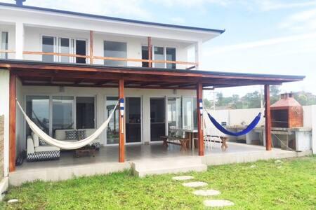 Naulas´ Beach House Olon, Ecuador - Ev