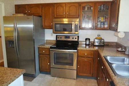Great vacation house bordering park - Harrisonburg - House