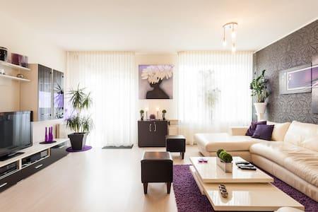Eenvoudige kamer 12 M2 in Enschede.Super reviews - Ház