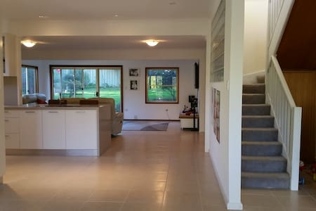 Brilliantly located family home in the Shire - Loftus - Rumah