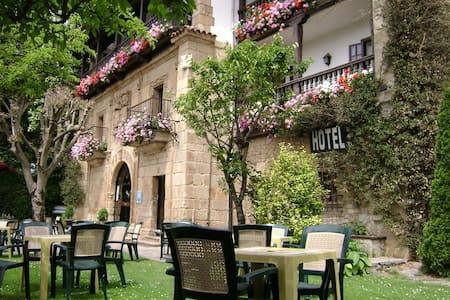 Hotel Museo Los Infantes Santillana - Andere