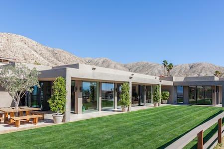 Butler's Living Desert Home Mstr #2