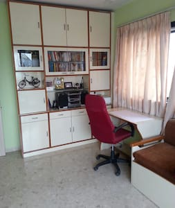Furnished A/c room with large terrace in Vashi - Lakás