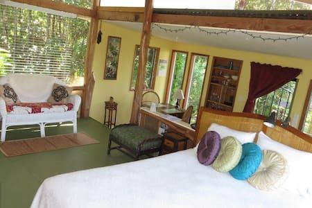 Dandy Little Cabin  (Solar) - Keaau - Chalet