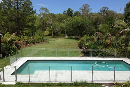Noosa Hinterland Queenslander! - Cooroy - Bed & Breakfast