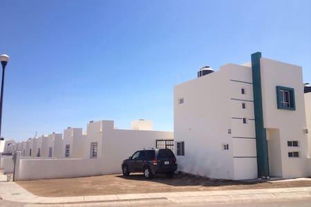 Casa de 2 pisos y 2 recámaras. - La Paz - House
