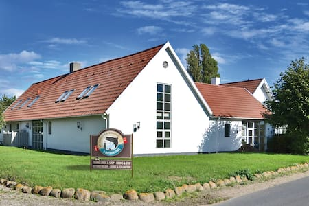 Comfortable Lodge right on the sea! - Ebberup