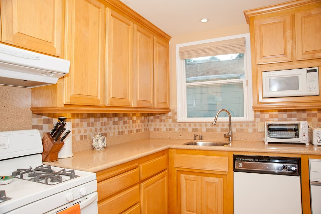 Fully equiped kitchen for you to share with host
