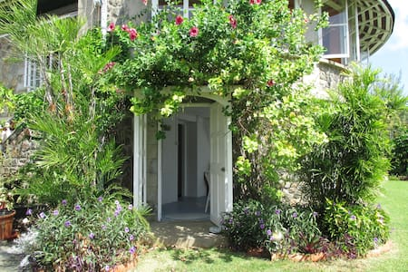 Rose Cottage garden flat - Villa - Appartement