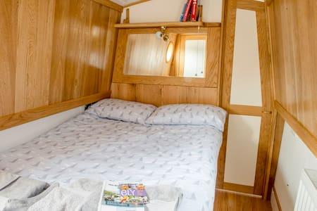 Luxury Narrowboat Puzzle - Boat
