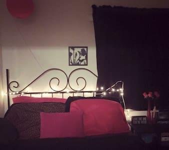 Cozy little room - House