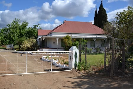 Karoo Farmhouse near De Rust and Oudtshoorn - House