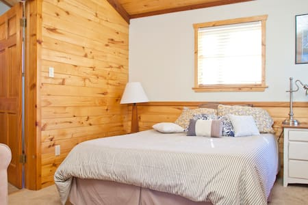 Private Room on 3 Fenced-in Acres - Loft