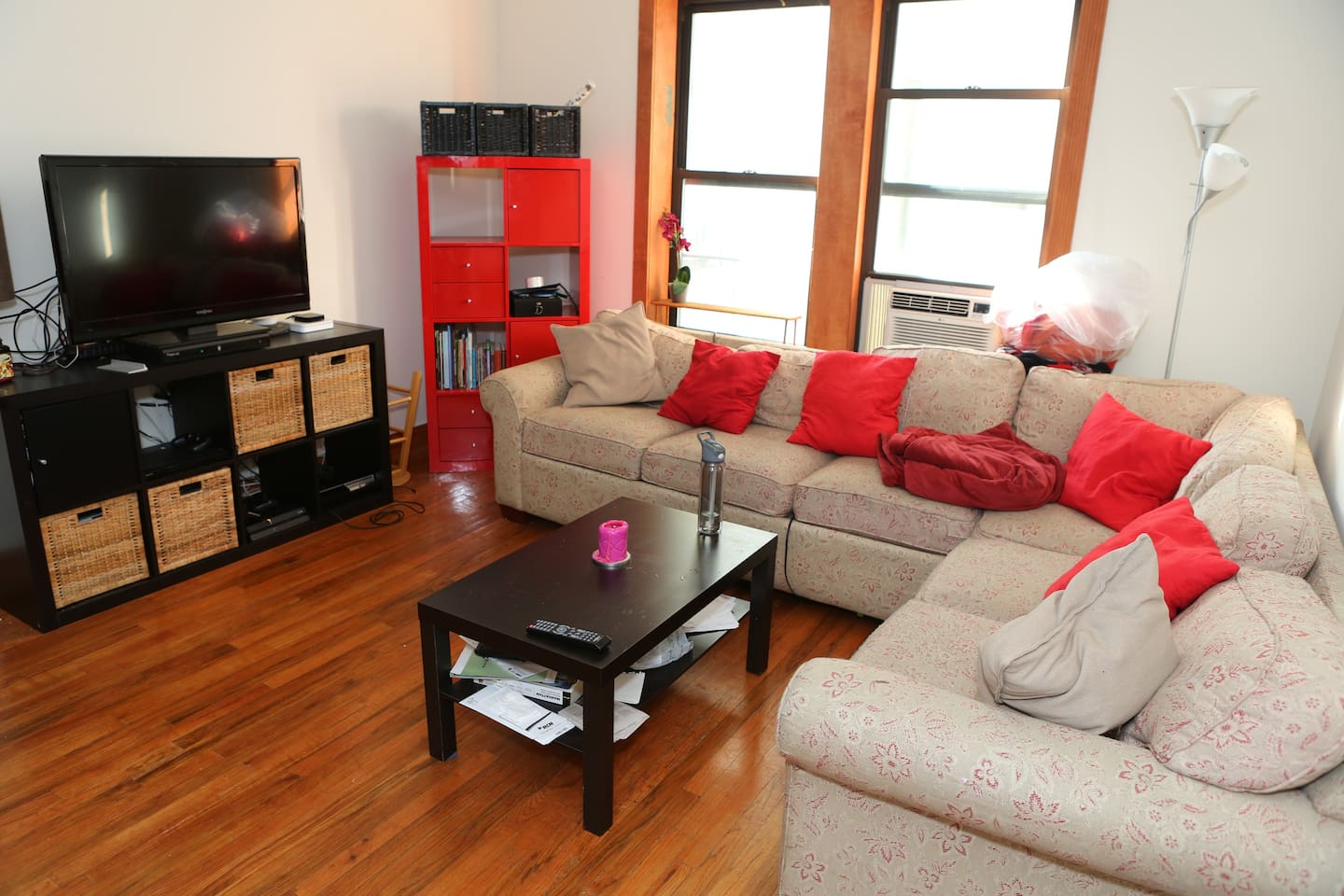 Living Room: Free Cable + PS4/PS3/Apple TV; Wifi Included and comfy sofa!