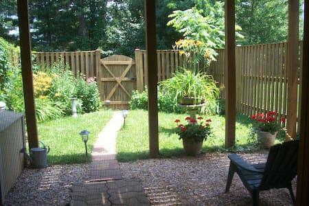 Unique Private Studio+Patio Garden - House