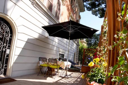 Charming & sunny with terrace!