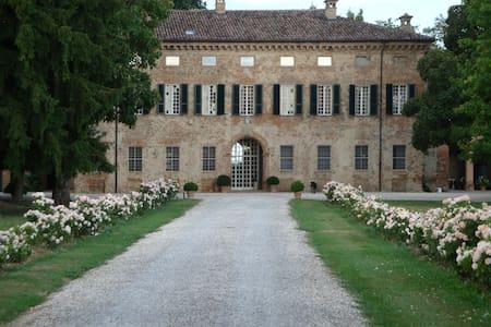PACE E CHARME AD UN'ORA DA MILANO - Pontenure - Villa