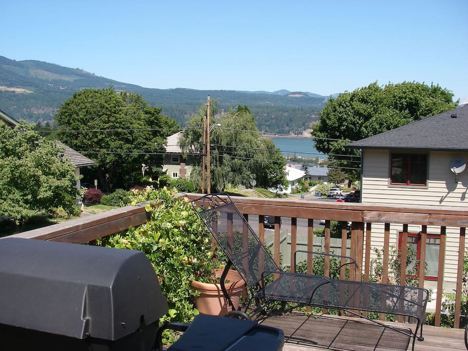 Back Deck with BBQ & River & Mtn View-Corner Lot