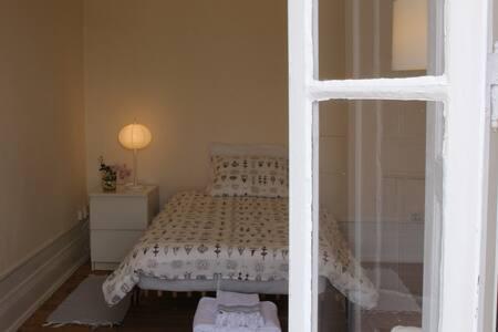 "Casa dos Tios ""Quarto d'Avó"" - Cadaval - Bed & Breakfast"