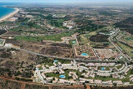 Habitación en Dúplex en urbanización privada. - Casa