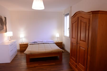 DOUBLE BEDROOM IN MODERN APARTMENT - Wohnung