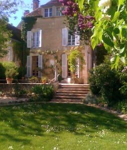 Beautiful Maison Bourgeois - 1850 - Crain - Rumah