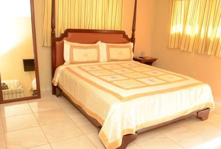 Bienvenue a Mirage Village Hotel - Szoba reggelivel