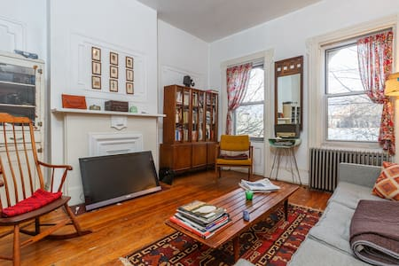 Huge & sunny 1BR apt in Greenpoint