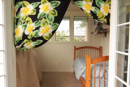The sweet spot/ lanai room, Hilo
