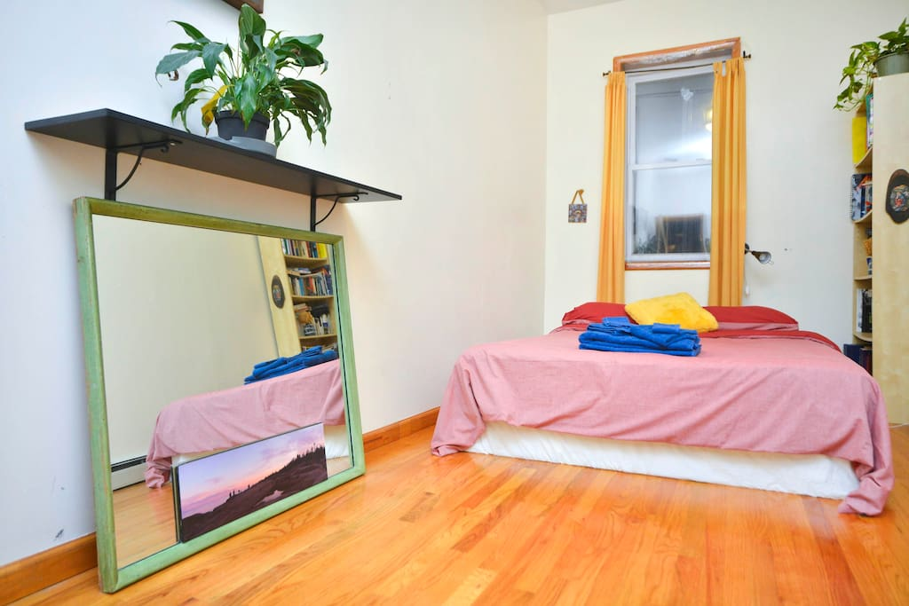 Spacious Room in Brooklyn for 2!