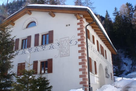 Romantic Swiss Chalet Penthouse - Mulegns - Chalet