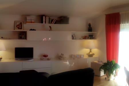 Appartamento di Design vicino al mare e collina. - Byt