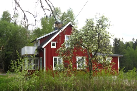Newly renovated charming cottage in Dalsland. - Östra Sjögar - Cabaña