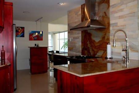 New Modern Villa in Manuel Antonio Central - Villa
