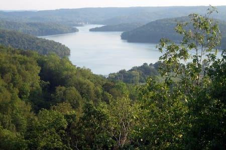 Overlooking Lake Guntersville - Szoba reggelivel
