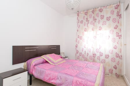 Nice room+private pool+free parking+free bikes - House