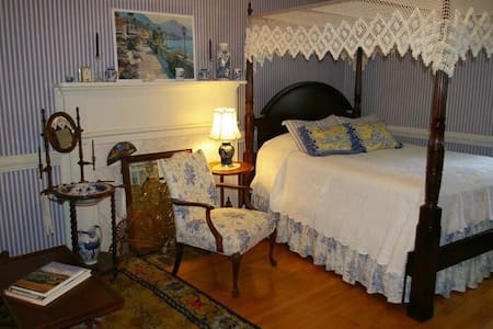 The guest room at mountain view. - House