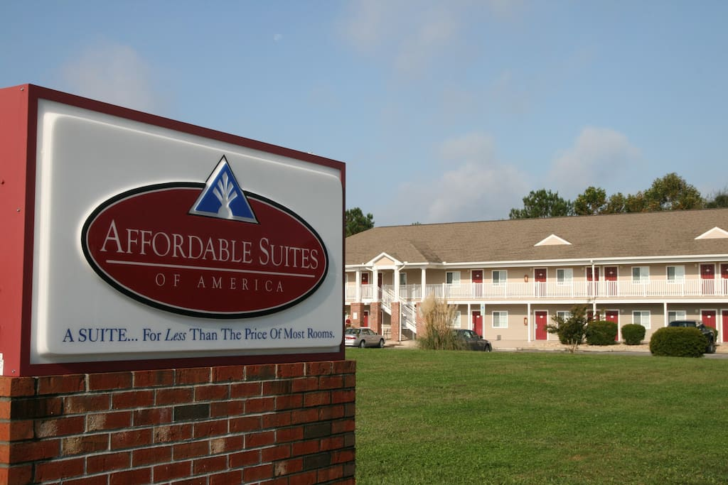 Exterior shot of Affordable Suites of America Jacksonville NC