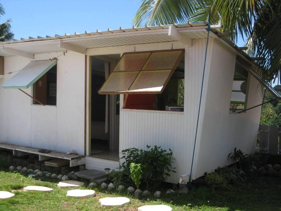 Ia orana in My Little Fare, Papeete