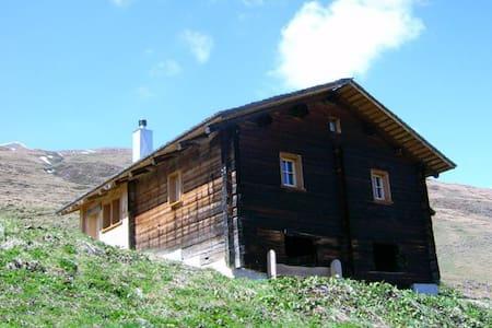 Maiensäss Litzihütta, Camaner Alp - Hytte (i sveitsisk stil)