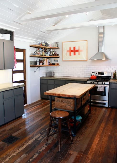 Big open kitchen, great for cooking with friends.
