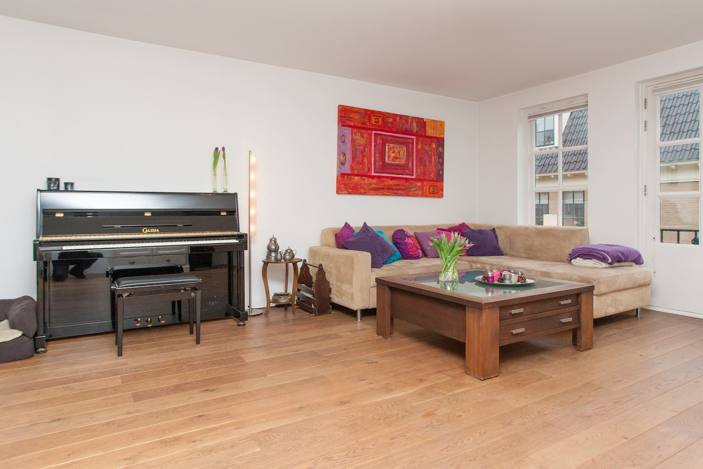 Nice living room with enough space for 6 persons