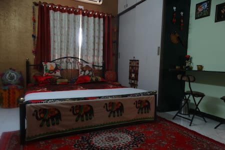 Ethnic room with lounge & kitchen!!
